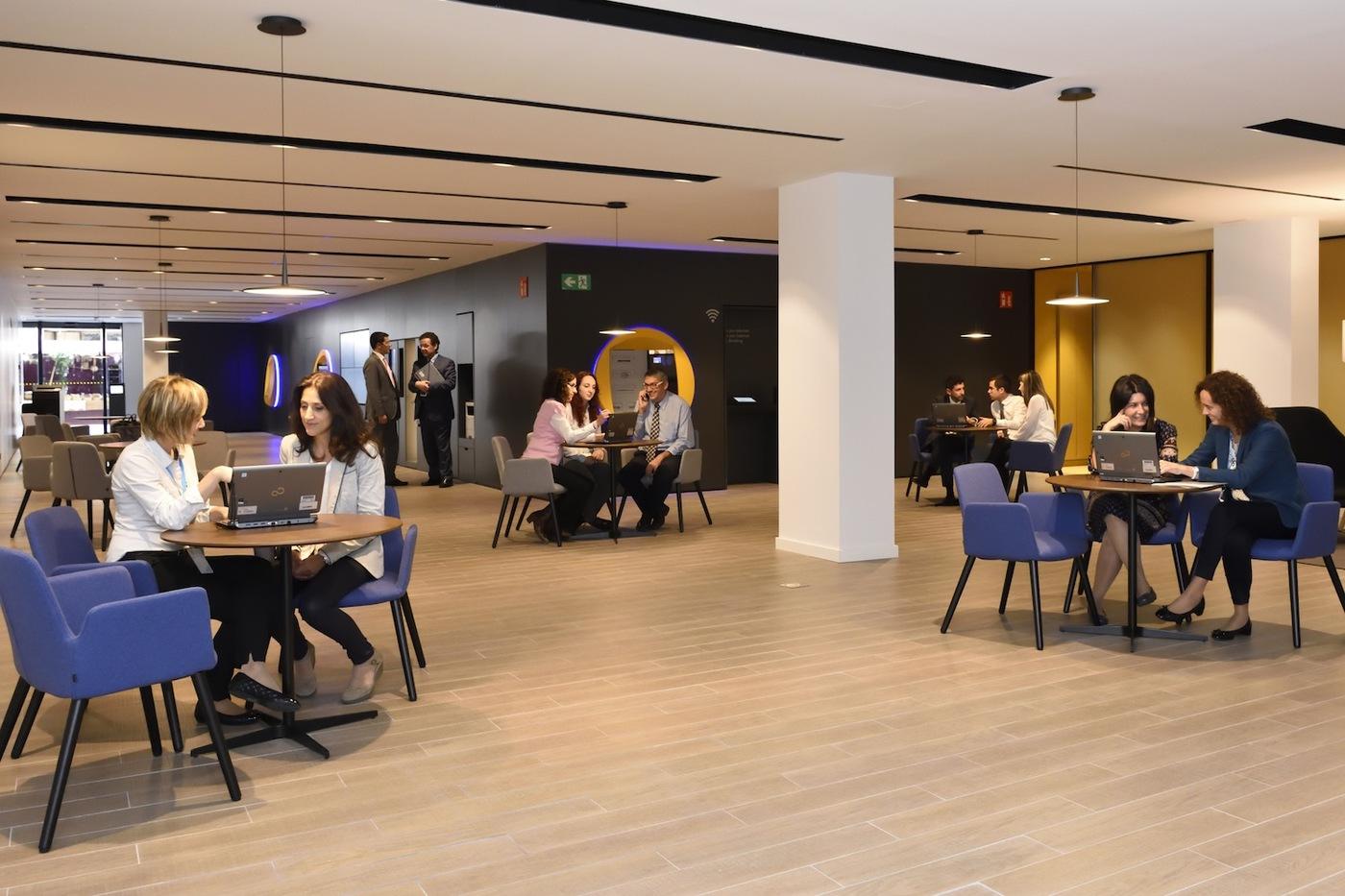 Caixabank obrir a valls una oficina del nou model store for Oficina 9383 la caixa