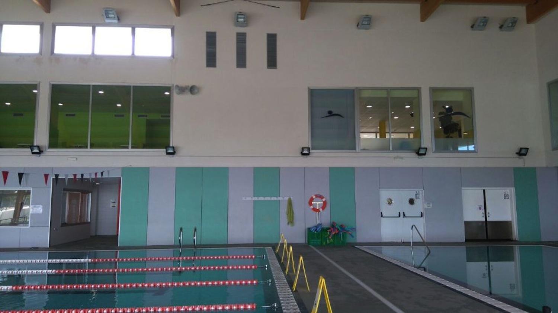 Es posen llums led a la piscina municipal d alcover el for Piscina alcover