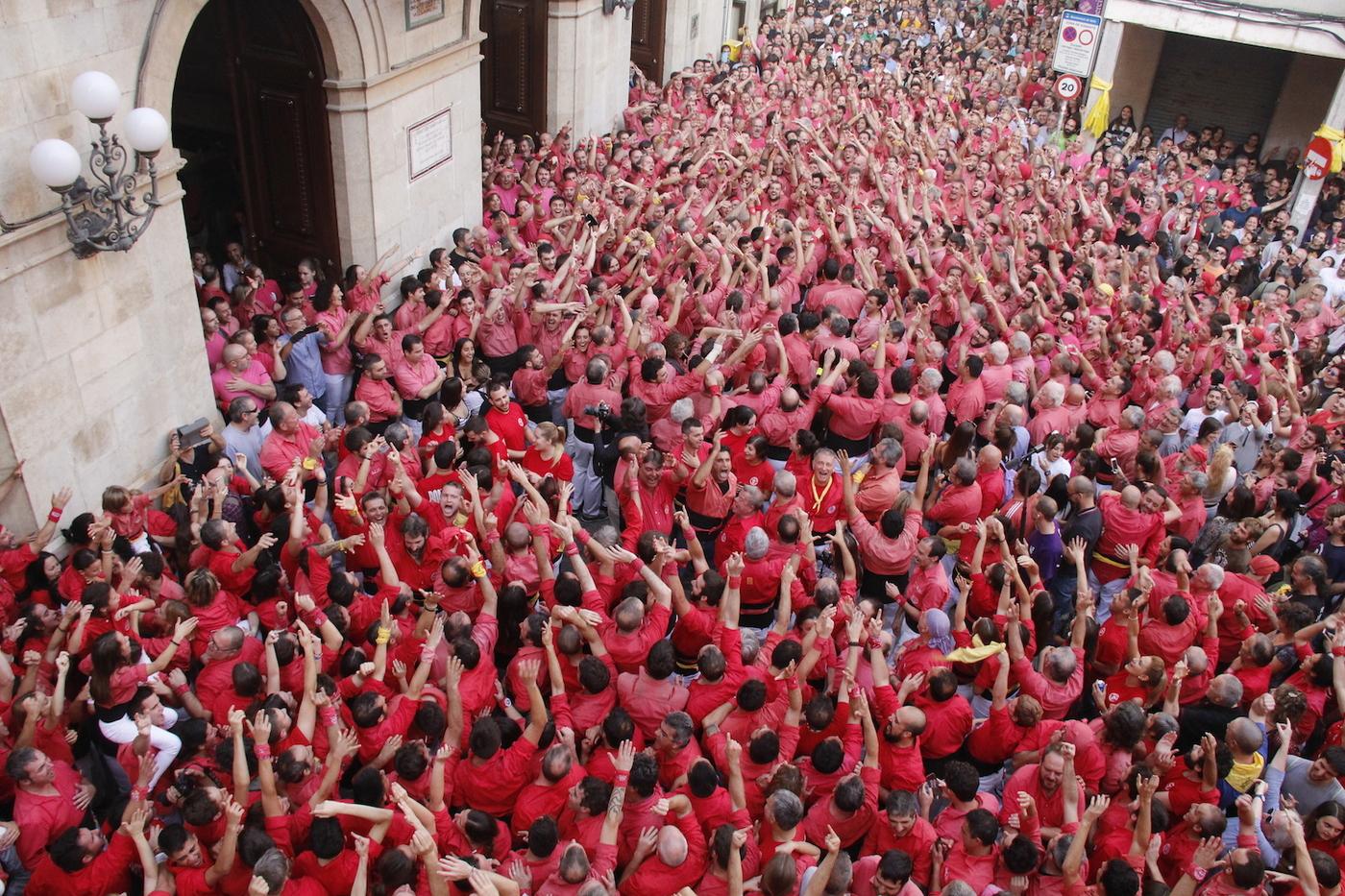 Els vídeos de l'eufòria dels Xiquets de Valls en fer història