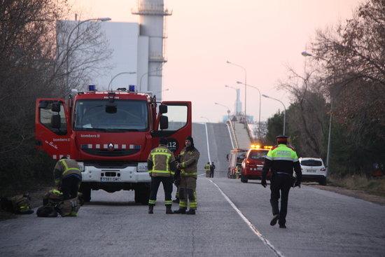 Escorcolls policials a l'empresa IQOXE per l'explosió de dimarts